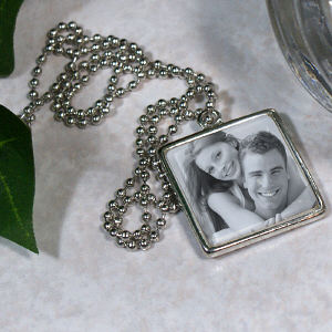 Picture Perfect Love Photo Square Frame Necklace 8BU387670
