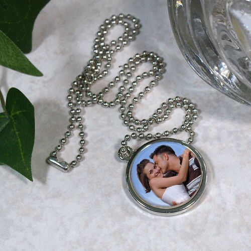 Picture Perfect Love Photo Circle Frame Necklace 8BU387669